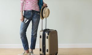 Hai cách gấp đồ đơn giản với hành lý xách tay