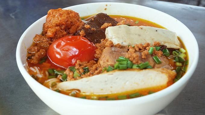 5 quán ăn ở Sài Gòn nổi danh từ gánh hàng rong