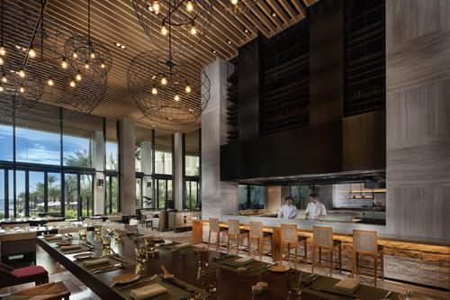 Nhà hàng phục vụ bữa sáng và cả ngày Sora & Umi có thực đơn chủ yếu là các món Nhật. Với 5 khu vực bếp mở: Teppanyaki, Robatayaki, Tempura, Sushi, lẩu Sukiyaki, thực khách không những thưởng thức thỏa thích các món ăn nổi tiếng của xứ Mặt Trời mọc, mà còn được quan sát đầu bếp tại đây làm nên các tác phẩm của mình.