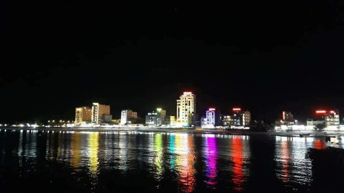 Đảo ngày mất điện lưới vẫn sáng đèn không khác những ngày thường. Ảnh: Nguyễn Văn Cường.