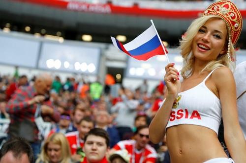 Cô gái được mệnh danh là fan nữ gợi cảm nhất World Cup 2018. Ảnh:Kai Pfaffenbach/Reuters.