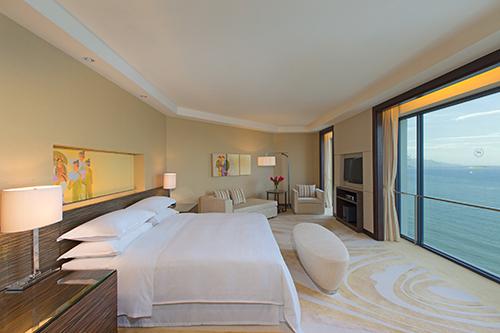 Khách sạn Sheraton Nha TrangKhách sạn Sheraton Nha Trang5 sao tiêu chuẩn quốc tế gồm 280 phòng nghỉ đều có ban công với tầm nhìn bao quát vịnh biển và còn có hồ bơi, câu lạc bộ dành riêng cho bé. Miễn phí cho 2 trẻ em dưới 12 tuổi dịphè, giá chỉ từ 3,75 đến 11 triệu đồng một đêm.