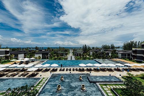 Novotel Phú Quốc ResortNovotel Phú Quốc Resorttọa lạc tại Bãi Trường với tổng cộng 366 phòng và 96 căn villa sang trọng. Kid Club cho các bé trải nghiệm hoạt động vui chơi thú vị. Miễn phí phụ thu cho 2 trẻ em dưới 16 tuổi, giá chỉ từ 1,799 đến 13 triệu đồng một đêm.
