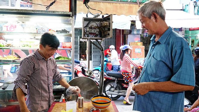 Quán phở 70 năm ở Sài Gòn bán gần 400 tô mỗi ngày