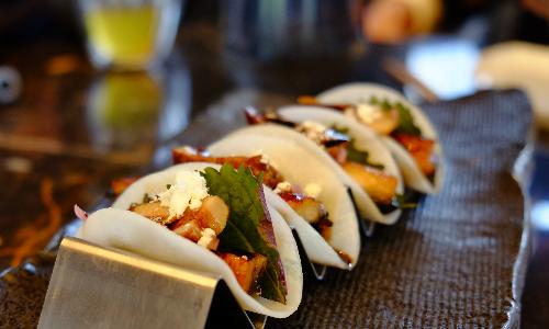 Sự sáng tạo của món ăn có nguyên liệu chính là lươn Nhật Bản và tía tô - nguyên liệu ưa thích của đầu bếp Akira Back. Ảnh: Hương Chi.