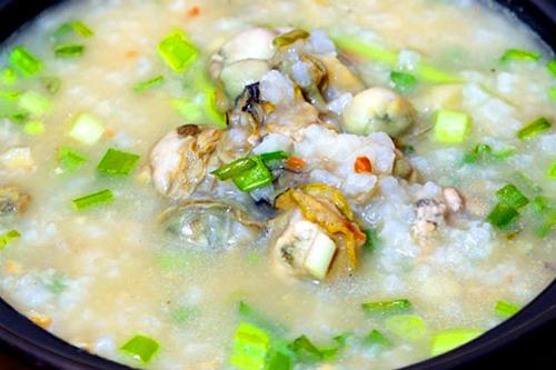 Cháo hà là món ăn phổ biến ở Hạ Long. Ảnh: baoquangninh.