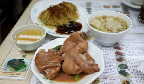 Những món ăn ngon nổi tiếng của tiệm mì Wing Wah 68 năm qua. Ảnh: Tory Ho.