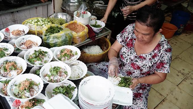 Quán phở không nước lèo hơn 70 năm ở Sài Gòn