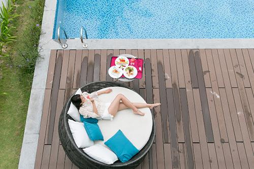 Hay thảnh thơi không lo nghĩ cùng Cao Thiên Trang bên ly cocktail và hồ bơi villa riêng tại Vinpearl Hotels & Resorts