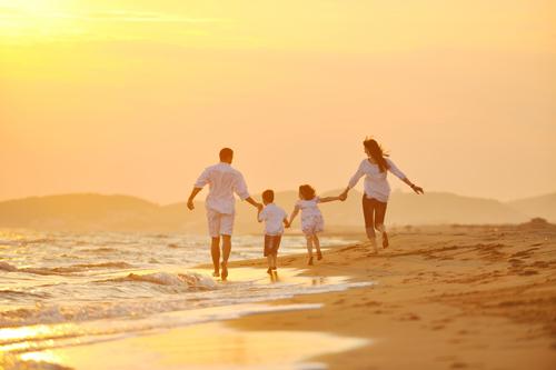 Đặc biệt hơn cả nhà có thể tham gia nghi thức rước đèn đón hoàng hôn, cùng ngồi bên nhau ngắm mặt trời lặn và nhìn một ngày đi qua thật bình yên với những người thân yêu.