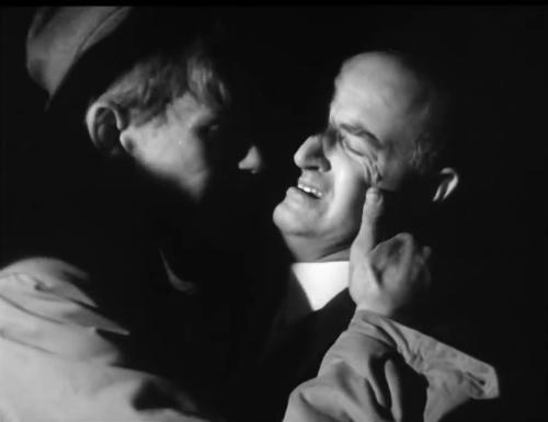Kaiser đoàn tụ với cha sau 10 ngày mắc kẹt dưới hang. Ảnh:SRF.