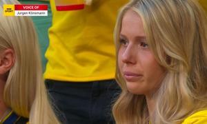 Nước mắt khách Thụy Điển trên khán đài sau trận thua Anh