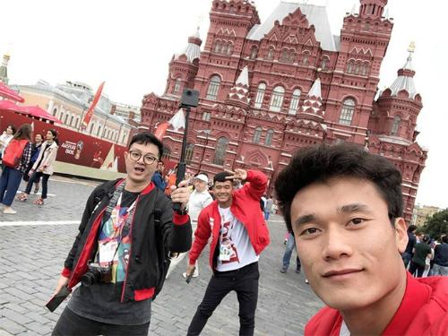 Thủ thành U23 Việt Namkhoe ảnh đi Nga xem World Cup 2018 cùng đồng đội. Ảnh: Bùi Tiến Dũng.