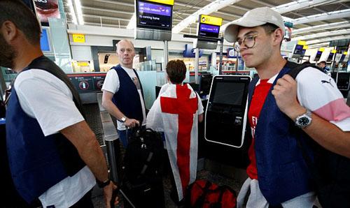 Mộthãng hàng không của Anh cho biết số lượng đặt vé sang Nga đã tăng 2.000 % sau chiến thắng của Anh trước Thụy Điển. Ảnh: Reuters.