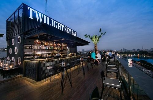 Đều nằm trong chuỗi khách sạn và nhà hàng của tập đoàn EHG, hai quán rooftop bar đẳng cấp bậc nhất khu phố cổ Hà Nộichính làTwilight Sky Bar và Diamond Sky Bar.