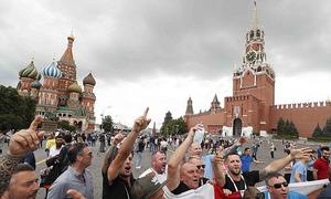 Khách Anh chật vật sang Nga cổ vũ đội tuyển trước giờ sinh tử