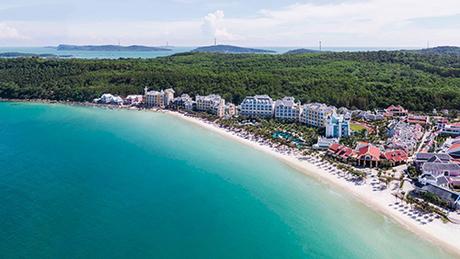 JW Marriott Phú Quốc Emerald BayJW Marriott Phu Quoc Emerald Bay tọa lạc tại Bãi Khem, phía Nam đảo Phú Quốc, một bãi biển tuyệt đẹp với cát trắng như kem và nước trong màu ngọc bích. Vừa qua, resort đã giành danh hiệu Khu nghỉ dưỡng mới tốt nhất Châu Á và Khu nghỉ dưỡng mới tốt nhất thế giới.