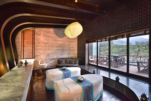 HARNN Heritage Spa của InterContinental Danang cũng được vinh danh Thương hiệu Spa tốt nhất thế giới năm 2017. Giá phòng từ 9,5 - 108 triệu đồng một đêm.