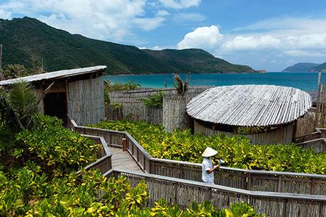 Six Senses Côn ĐảoNăm 2015, Six Senses Côn Đảo được vinh danh trong hạng mục Spa sinh thái tuyệt nhất thế giới tại World Spa Awards với spa được xây dựng trong khung cảnh tuyệt đẹp của núi Lò Vôi và vườn cây nhiệt đới.