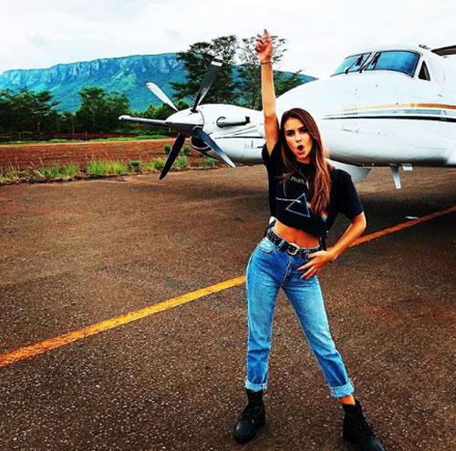 Trong ảnh là Renee Herbert. có tài khoản trên Instagram với gần 1 triệu người theo dõi. Cô nàng đang có chuyến du lịch 5 ngày tớiKwaZulu, Nam Phi và di chuyển bằng máy bay riêng.