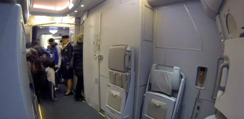 Phần lớn, các máy bay đều thiết kế nhà vệ sinh ở phía cuối. Ảnh: ZeeNews.