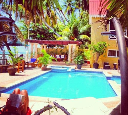 Hội con nhà giàu Haiti khoe một chuyến du lịch mùa hè sang chảnh, ở khách sạn cao cấp.Theo IMF, Haiti là quốc gia nghèo thứ 19 trên thế giới, giới GDP đầu người là 847 USD/năm. Ảnh: Instagram.