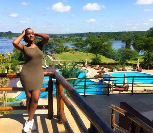 Trong ảnh là Lucy Bunyenyezi, một gương mặt được nhiều người biết đến trong hội con nhà giàu Uganda. Bức ảnh trên được cô chụp tại khu nghỉ dưỡng xa hoaChobe Safari Lodge, nằm bên bờ sông Chobe và cạnh vườn quốc gia Chobe,