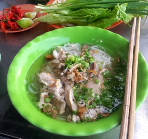 Châu Đốc là nơi bạn phải đến nếu muốn thưởng thức vị chuẩn của món ăn này. Ảnh: Hương Chi.