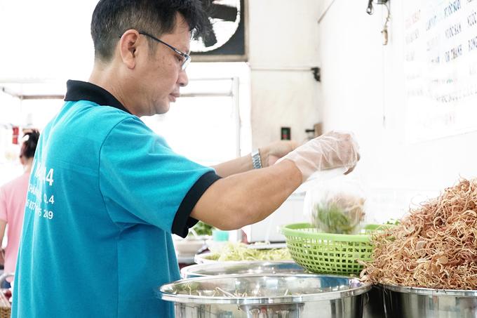 Quán bún mắm 20 năm ở Sài Gòn: mỗi ngày bán hơn 100 kg bún