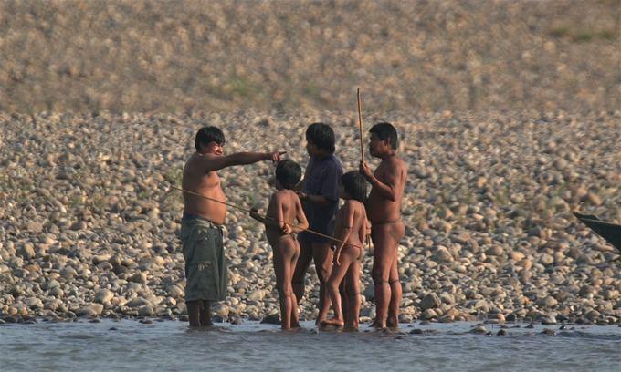 Những bộ lạc sống trong rừng sâu, tách biệt với thế giới hiện đại