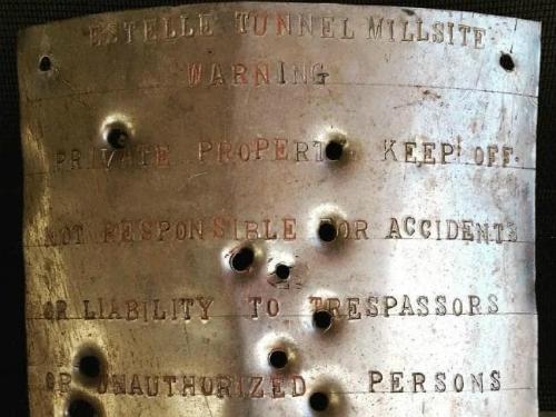 Dấu tích về các vụ sát hại ở thị trấn ma ám Cerro Gordo. Ảnh: News.