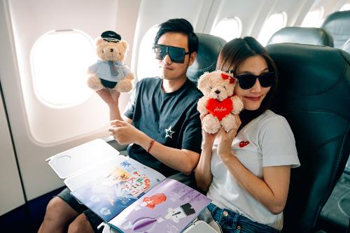 Quang Vinh và Diễm My đã cùng nhau lên một kế hoạch chi tiết cho hành trình khám phá một đất nước ở Đông Nam Á với hơn 7000 hòn đảo cùng một nền văn hóa lâu đời, hứa hẹn là một trải nghiệm vô cùng thú vị.  Hành trình 5 ngày của Quang Vinh và Diễm My di chuyể hầu hết bằng máy bay AirAsia và được lên kế hoạch như sau: Việt Nam  sân bay Tân Sơn Nhất - Sân bay Ninoy Aquino ( Manila ) Philippines - sân bay Puerto Princesa  Palwan - Di chuyển đến El Nido, tham gia những hoạt động thể thao ở một trong những vùng biển đẹp nhất thế giới - quay về Palawan - Bay về Manila - Khám phá những hoạt động vui chơi hiện đại và công trình văn hóa của thủ đô Philippines - Về Việt Nam.