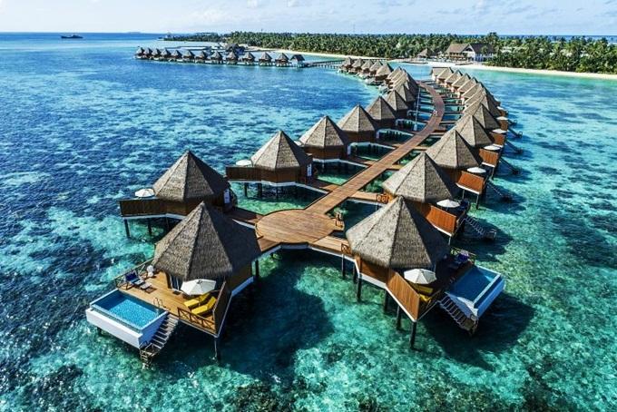 Để kích cầu du lịch, Maldives -đảo quốc nhỏ bé nhất châu Á -miễn visa cho mọidu khách trong 30 ngày. Nhiều người đánh giánơi đây làmột trong những thiên đường nghỉ dưỡng sang chảnh nhất thế giới. Maldivesnổi tiếng với những bãi cát trắng trải dài, rặng san hô rực rỡ ẩn mình dưới làn nước biển xanh ngọc. Bơi cùng cá mập, dùngbữa tối lãng mạn với nến và rượu vang bên bờ biển haylặn biển ngắm san hô...là những trải nghiệm bạn nên thử tạithiên đường biển đảo này.Ảnh:Maldives Times