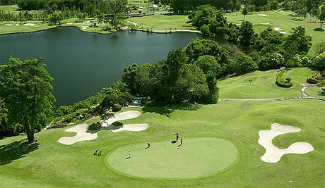 Sân golf với cảnh quan đẹp ở Phuket. Ảnh: Golfasian.