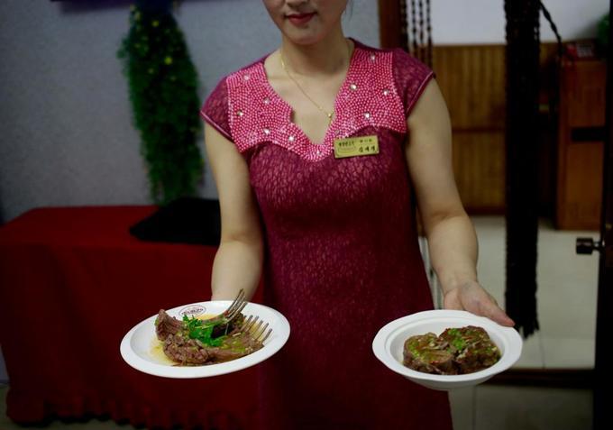 Nhà hàng thịt chó tại Triều Tiên bán không ngơi tay nhờ trời nóng