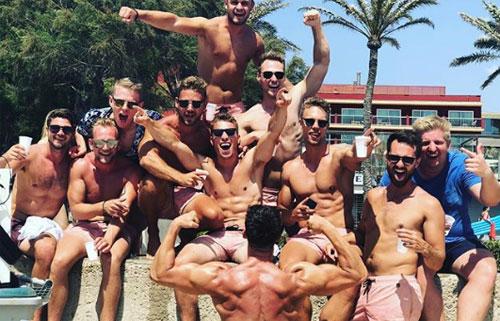 Playa de Palma, Majorca, Tây Ban NhaPlaya là bãi biển dài nhất, và có lẽ khét tiếng nhất về độ ăn chơi ở Majorca. Nơi đây được những người trẻ tuổi yêu thích đối với việc tắm nắng trên các bờ biển trải dài và các bữa tiệc không thể nào quên.