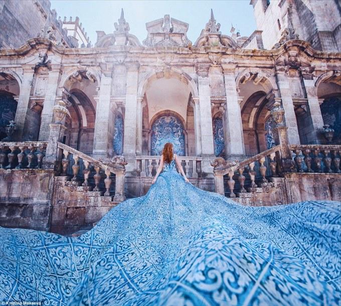 Các người đẹp diện váy áo hút mắt ở những điểm nổi tiếng
