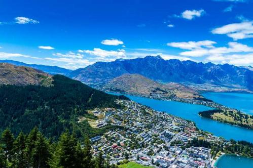 New Zealand gồm hai đại lục chính là Đảo Bắc và Đảo Nam. Ảnh:Culture Trip