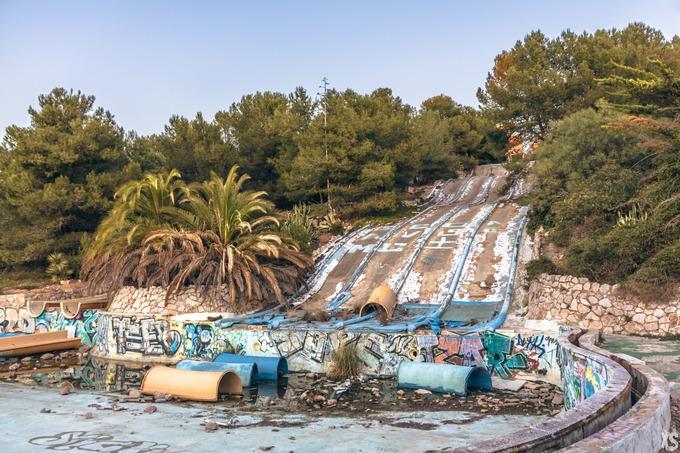 Câu chuyện đằng sau những công viên nước bị bỏ hoang
