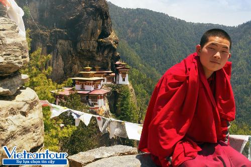Bhutan cấm bán thuốc lá và coi việc hành hương về Paro Taktsang  Hang Hổ là điều phải làm trong đời.