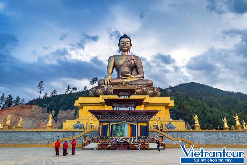 Tượng Phật bằng đồng mạ vàng ở thủ đô Thimphu là một trong những tượng Phật lớn nhất thế giới.