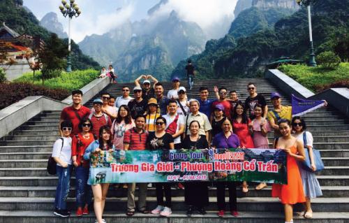 Đoàn khách tham quan Trương Gia Giới  Phượng Hoàng Cổ Trấn do Lữ Hành Việt tổ chức.