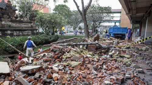 Đống đổ nát sau trận động đất 7 độ tại Lombok và Bali, Indonesia.