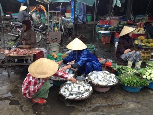 Jayne đã học được cách trả giá khi mua bán đồ tại Việt Nam. Ảnh: Skyscanner.