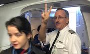 Phi công bị tố vui mừng khi đuổi khách khỏi máy bay