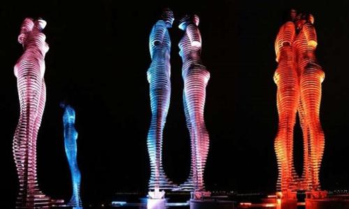 Phối cảnh hình ảnh bức tượng tình yêu sẽ xuất hiện trên bờvịnhCam Ranh.
