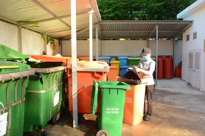 Resort 5 sao ở Hội An dùng trâu dọn bãi biển mỗi ngày