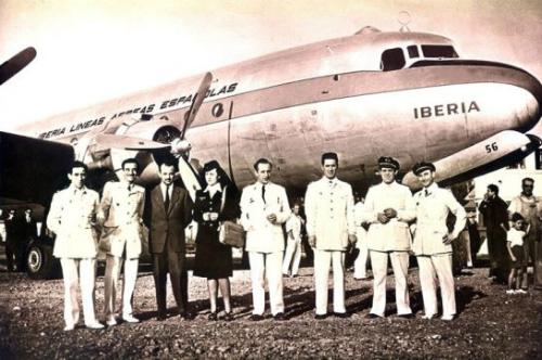 Nhiều trang báo đã lấy hình ảnh này và chú thích đây là phi hành đoàn trên chuyến bay 914 hạ cánh xuống Caracas năm 1992. Tuy nhiên, trên thực tế, đây là máy bay của hãng hàng không Tây Ban Nha Iberia, bay từ Madrid đếnBuenos Aires năm 1946. Ảnh: Hoaxorfact.