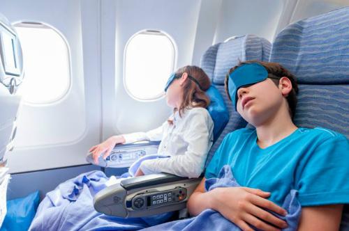 Hành khách đi máy bay có nguy cơ lây nhiễm chấy. Ảnh:Mirror.
