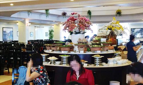 Tôi thường xuyên ăn sáng, ăn tối trong khách sạn khi đi chơi Đà Nẵng. Ảnh: NVCC.